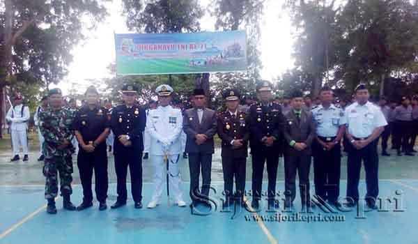 """Bupati dan Wabup Lingga """"HADIRI HUT TNI ke-71"""" 1"""