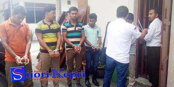 """Ditipu, 5 Warga Banglades """"DITANGKAP IMIGRASI KARIMUN"""" 1"""