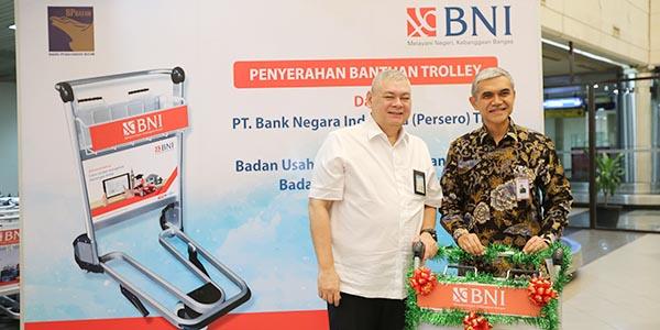 """Jelang Peak Season, BP Batam """"TERIMA HIBAH TROLY DARI BNI"""" 1"""