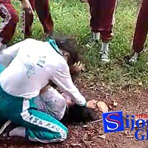 """Video Perkelahian Siswi SMPN 2 Tanjungpinang """"BEREDAR"""" 7"""