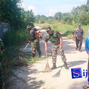 "Koramil 02 Bintan Timur Gelar Aksi Jumat Bersih ""BERSAMA MASYARAKAT"" 7"