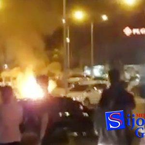 "Video ""MOBIL TERBAKAR dan MELEDAK"" di Parkiran Mall Matahari Tanjungpinang 6"