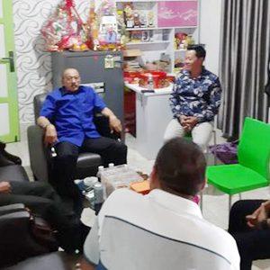 Bupati Natuna, H Abdul Hamid Rizal, mengunjungi masyarakat Tionghoa yang sedang merayakan Tahun Baru Imlek 2570
