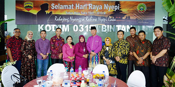 Syahrul - Rahma Hadiri Open House Perayaan Nyepi Dandim 0315/Bintan 1