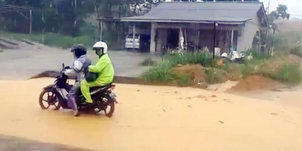 Masyarakat Resah, Banjir Lumpur Kiriman Melanda Teluk Sebung 1