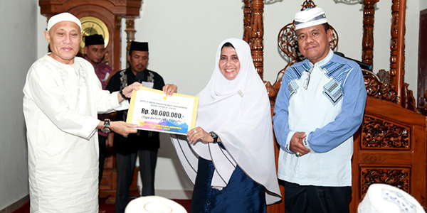 Rahma Beri Bantuan Rp 30 Juta Kepada Pengurus Masjid Al Fauzan 1