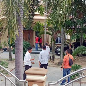 KPK menggeledah Rumah Gubernur Kepri nonaktif H Nurdin Basirun, di Bukit Senang, Kelurahan Tanjung Balai Kota, Kecamatan Karimun, Kabupaten Karimun
