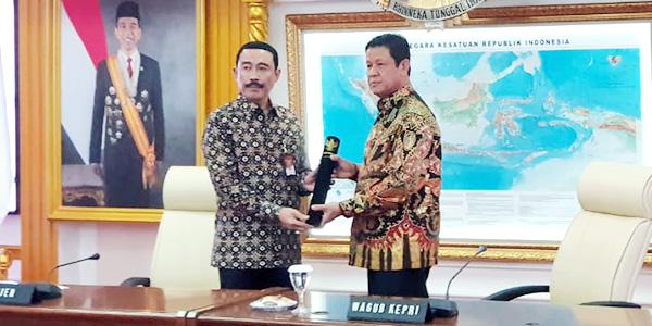 Isdianto Resmi Jabat Pelaksana Tugas Gubernur Kepri 1