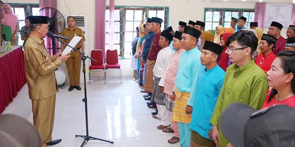 Syahrul Kukuhkan Ketua RT/RW Kelurahan Senggarang dan Kampung Bugis 1