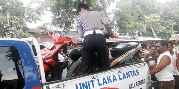 Warga Keluhkan Pengusaha Gunakan Trotoar Jadi Tempat Parkir 1