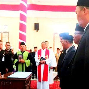 Ketua Pengadilan Negeri Kabupaten Natuna Sahat SP Banjarnahor SH MH, melantik 20 Anggota DPRD Kabupaten Natuna, Provinsi Kepri Masa Jabatan 2019 – 2014