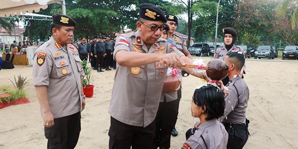 5 Perwira dan 113 Bintara Remaja Jalani Tradisi Pembaretan