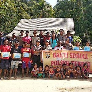 Polsek Tebing Laksanakan Baksos Jumat Barokah di Pulau Karimun Anak 5