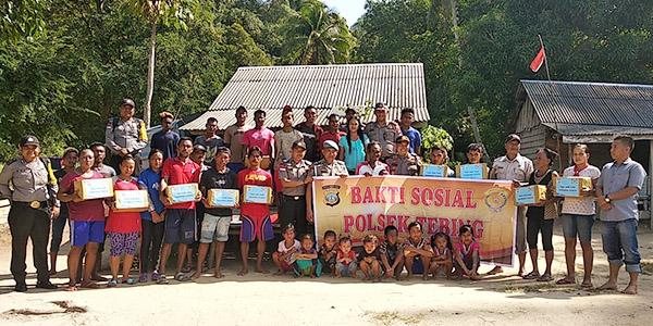 Polsek Tebing Laksanakan Baksos Jumat Barokah di Pulau Karimun Anak