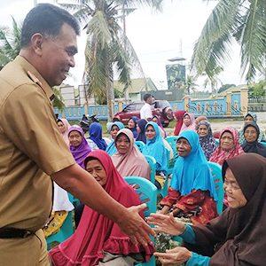 Sekda Salurkan Bantuan CPP Kepada Warga Bunguran Timur 10