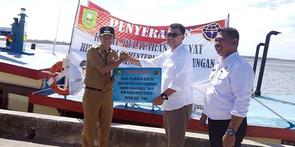 Kecamatan Subi Terima Hibah Kapal Pelayaran Rakyat 1