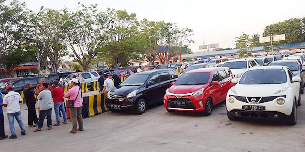 Ratusan Kendaraan Antri di Pelabunan RoRo Tanjung Uban