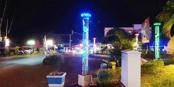 Warga Senang, Lampu Kerlap Kerlip Hiasi Tanjung Uban