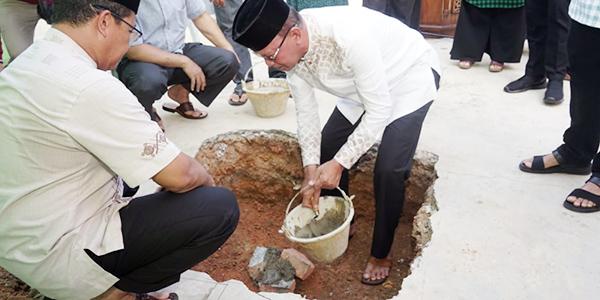 Walikota Sumbang 50 Sak Semen Untuk Surau Nurul Ilmi
