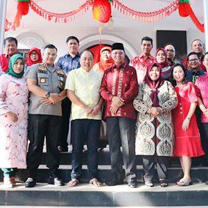 Tahun Baru Imlek 2571, Walikota dan FKPD Kunjungi Rumah Tokoh Tionghoa 3