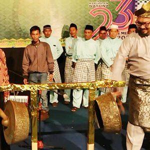 Wakil Bupati Natuna, Hj Ngesti Yuni Suprapti, membuka secara resmi Tande Mule Gewei (Launching) Pemilihan Bupati dan Wakil Bupati Natuna Tahun 2020