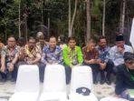 Bupati Kepulauan Meranti, Drs H Irwan M.Si, bersama para penerima Surat Keputusan (SK) Perhutanan Sosial Pemkab Meranti dari Presiden RI Ir Joko Widodo