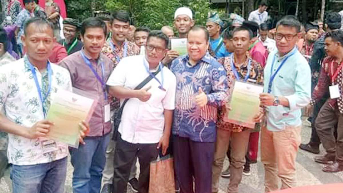 Bupati Meranti Terima SK Perhutanan Sosial Seluas 10.695 Hektar dari Presiden Jokowi 1