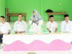 Wakil Bupati Natuna, Hj Ngesti Yuni Suprapti, hadir di Desa Sebadai Hulu, Kecamatan Bunguran Timur Laut, memberikan bantuan kepada korban banjir