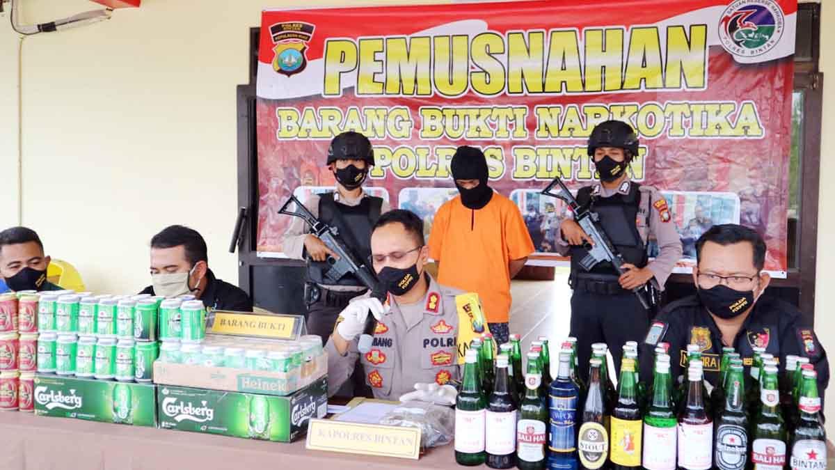 Polres Bintan Musnahkan Ganja dan Miras 1