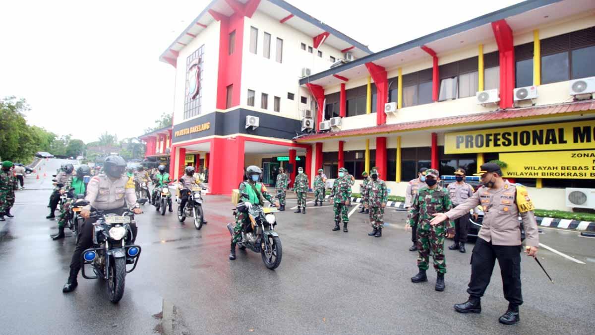 TNI-Polri Bagi-Bagi Paket Sembako 1