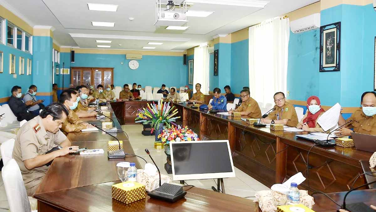Sekda Natuna Pimpin Rapat COVID-19 3