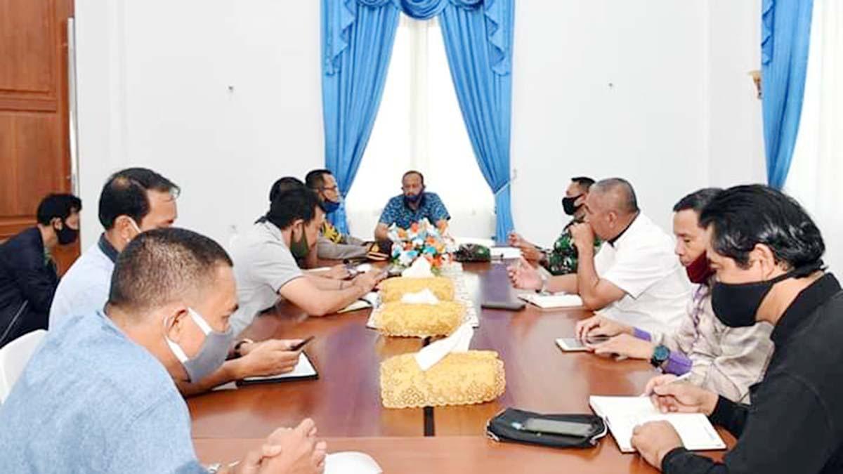 Bupati Natuna, H Abdul Hamid Rizal, menggelar Rapat Koordinasi dengan Satuan Gugus Tugas Penanganan Corona Virus Desease 2019