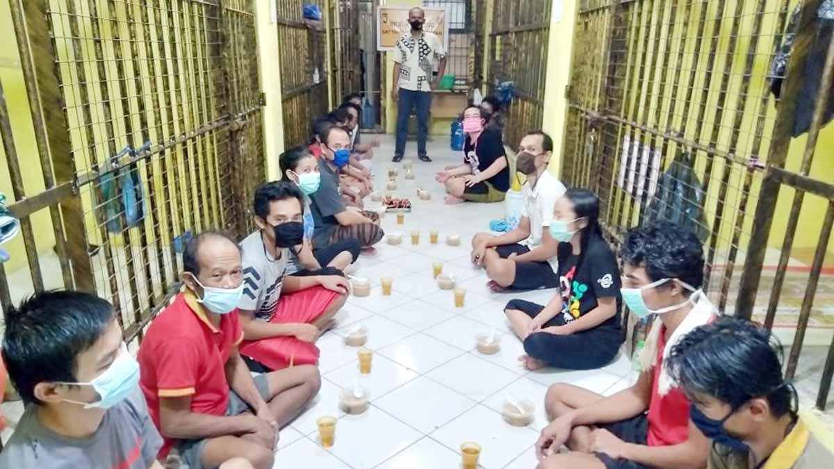 Sat Tahti Buka Bersama Tahanan Polres Bintan 2