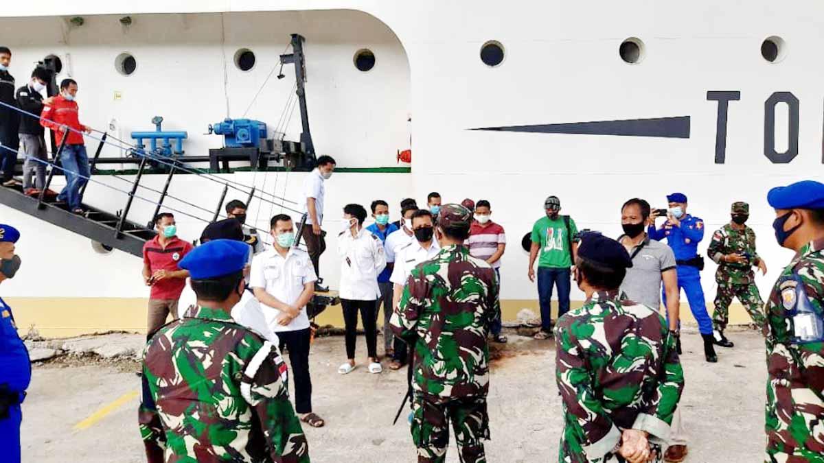 Cegah Covid-19, Penumpang dan ABK KM Sabuk Nusantara 83 Diperiksa 10