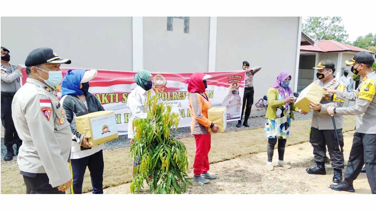HUT Bhayangkara ke 74, Polres Bintan Salurkan 1000 Paket Sembako 1