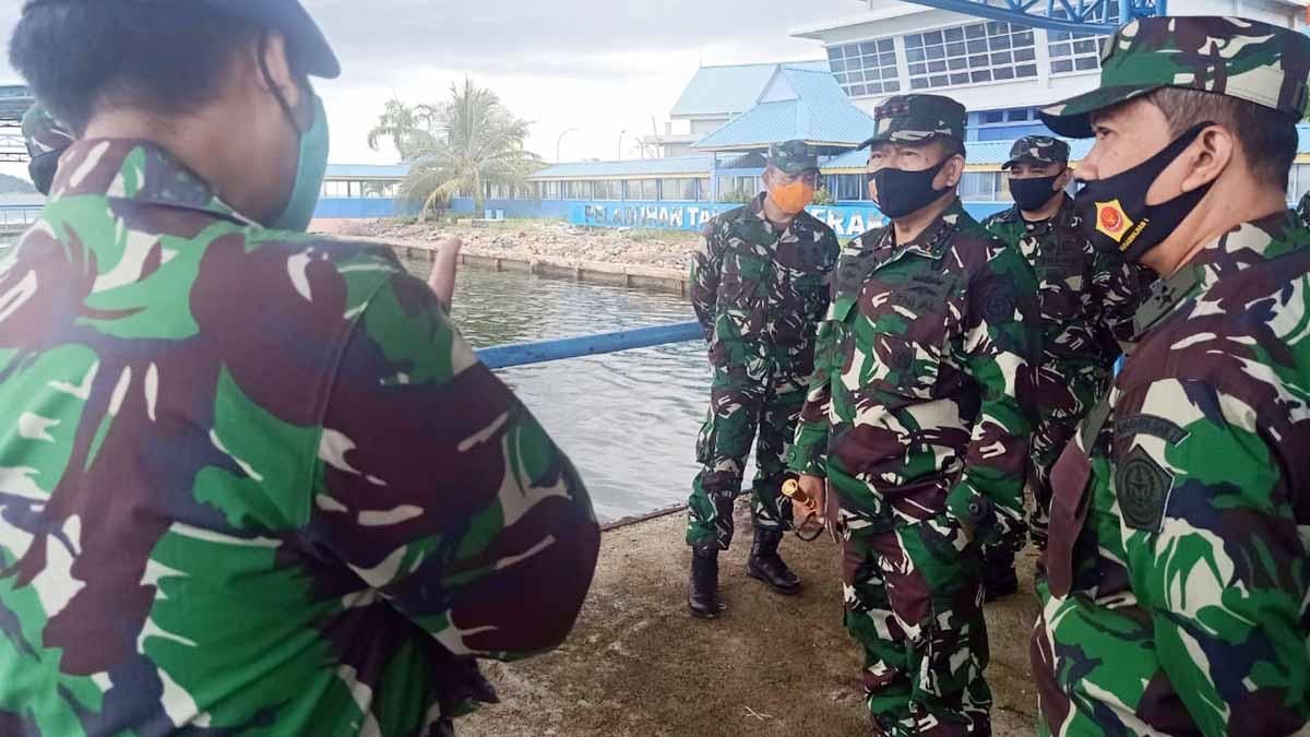 Pangkogabwilhan I Kunjungi Pos TNI AL di Desa Tanjung Berakit 7
