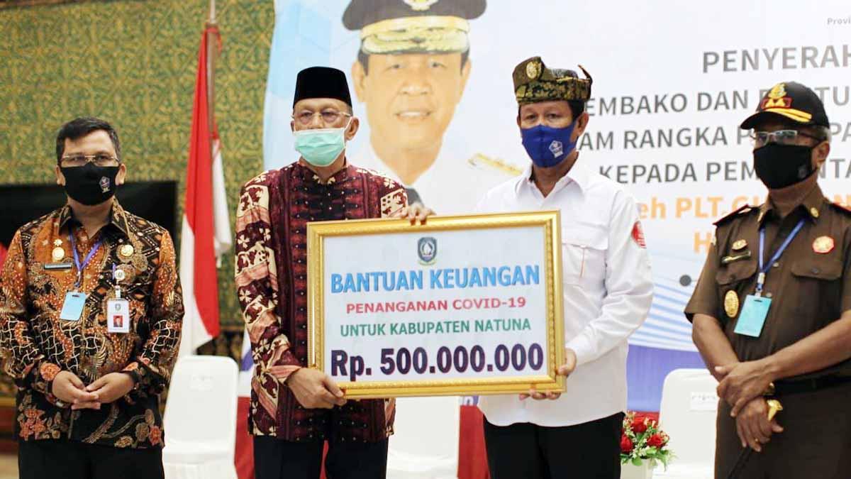 Bupati Natuna Terima Bantuan Sembako, Uang Tunai, dan APD dari Pemprov Kepri 2