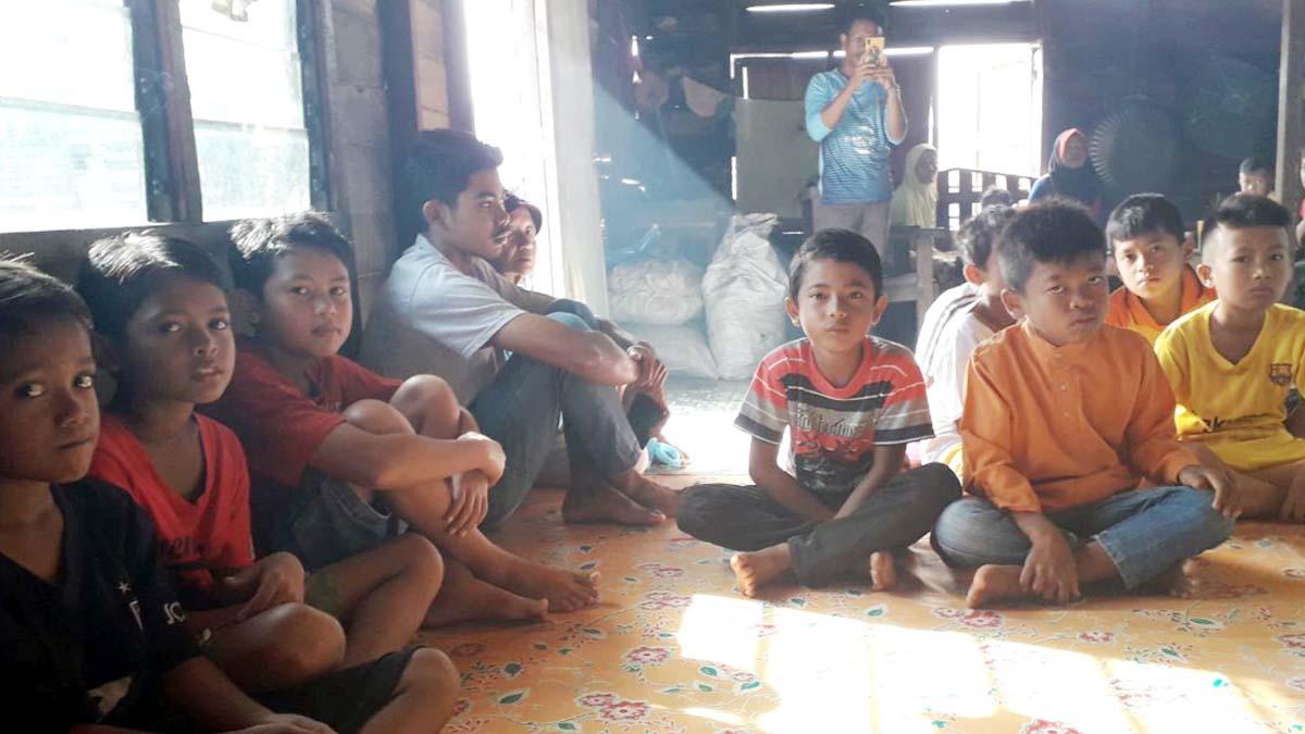 Antrian anak-anak yang mengikuti khitanan massal LMB Kepri