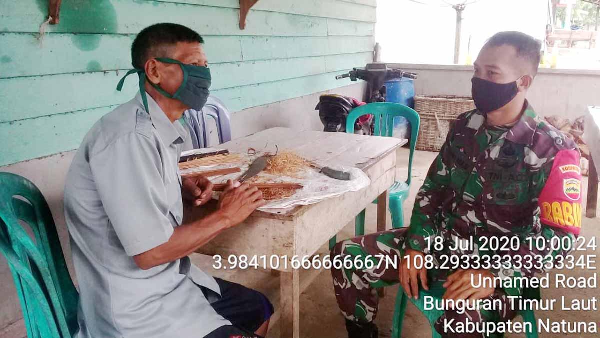 Ciptakan Hubungan Baik dan Harmonis, Babinsa Desa Selemam Komsos ke Desa Binaan 1