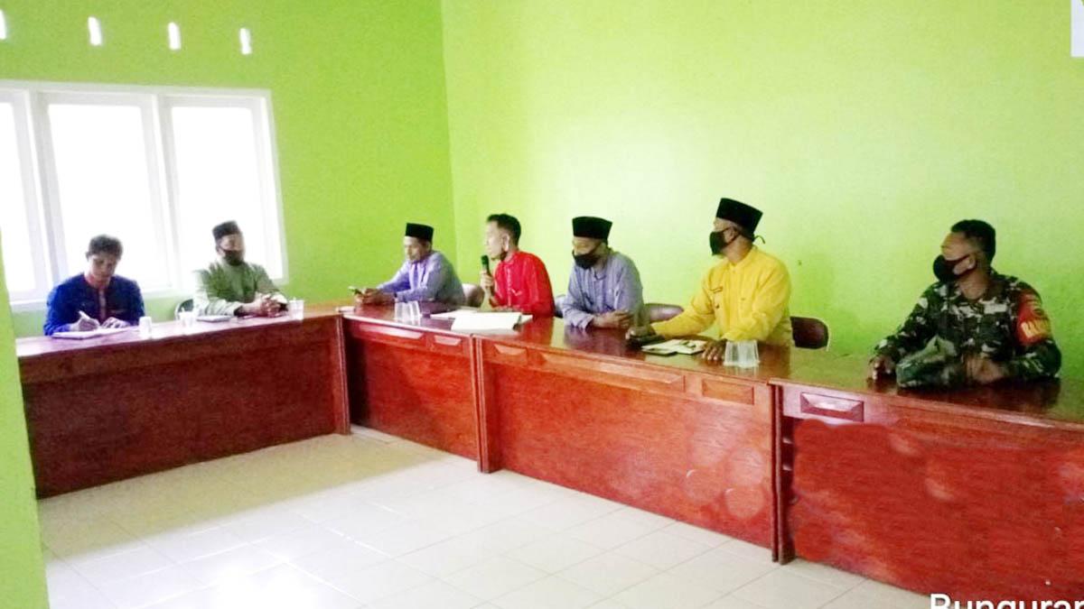 Babinsa Desa Sepempang Hadiri Rapat Pembentukan Tim Penyusunan RKPDes 1