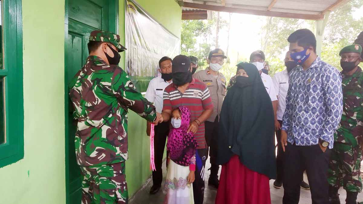 Kodim 0318/Natuna Rehab Rumah Warga Desa Cemaga Induk 2