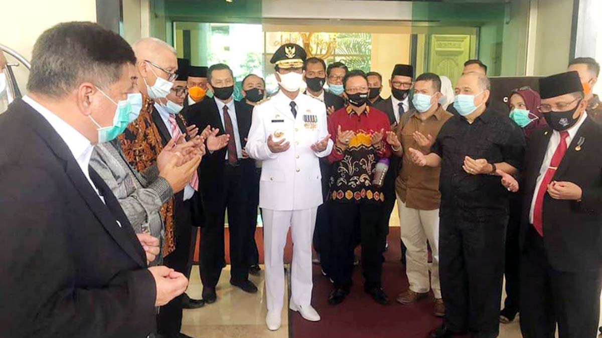 Gubernur Kepulauan Riau dan Pejabat Langsung Lakukan Swab Covid 19 54