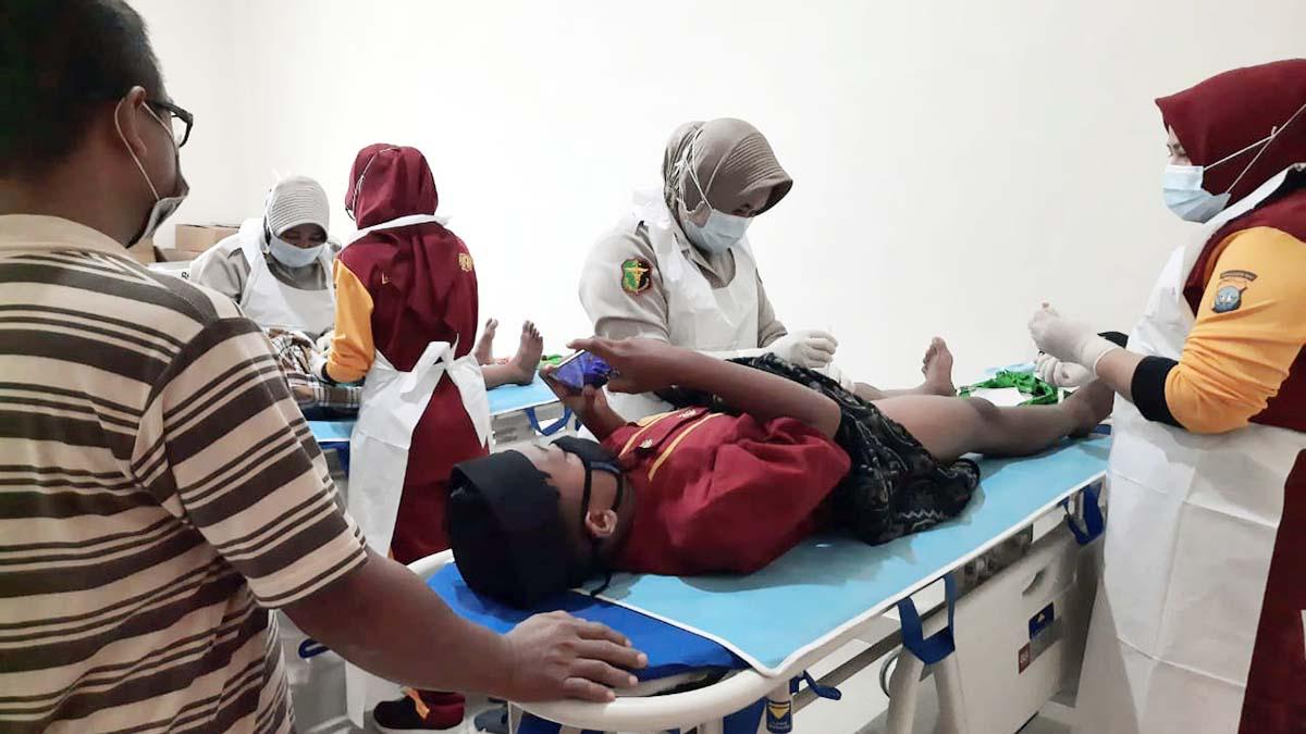 Jumat Barokah, Rumah Sakit Bhayangkara Batam Bagikan Sembako dan Gelar Khitanan Gratis 11
