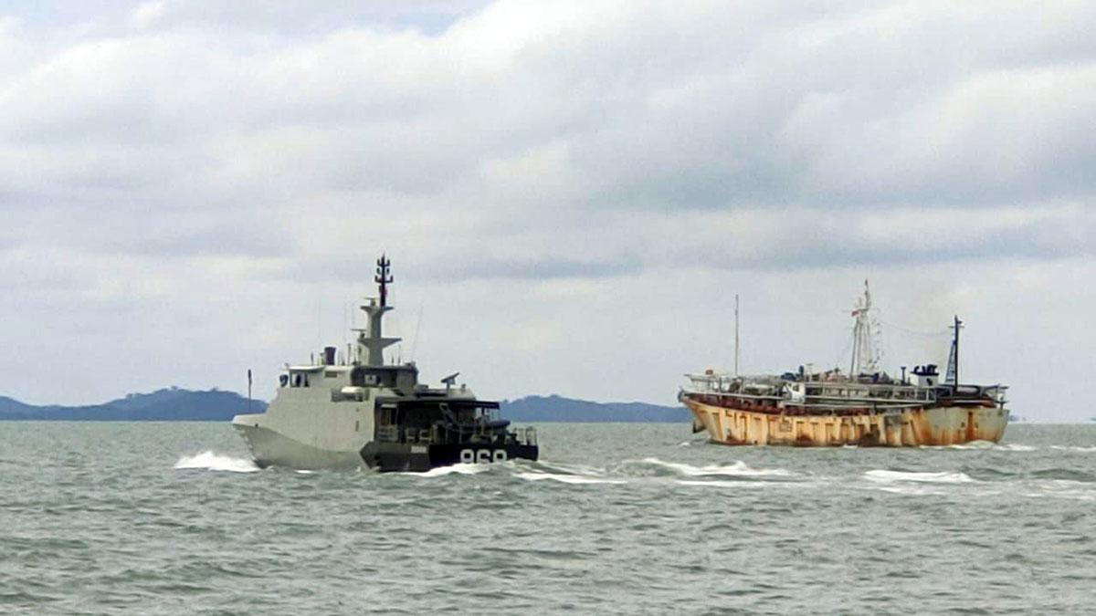 Dua Kapal Nelayan Asing Berbendera China Ditangkap 6