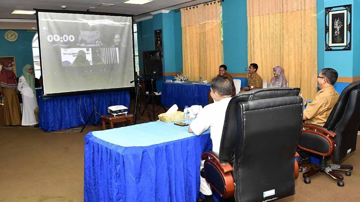Kepala Dinas Kesehatan Kabupaten Natuna, Rizal Rinaldy, melakukan Video Conference bersama Tim Independen Kompetisi Inovasi Pelayanan Publik