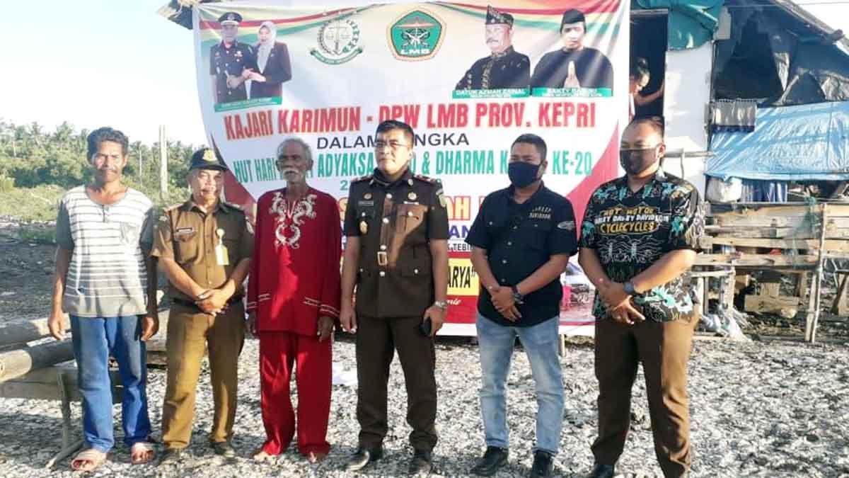 Kepala Kejari Karimun, Rahmat Azhar, Ketua LMB Provinsi Kepri, Datok Panglima Azman Zainal, Atok Atan, dan warga Pamak Laut, Kelurahan Pamak, Kecamatan Tebing