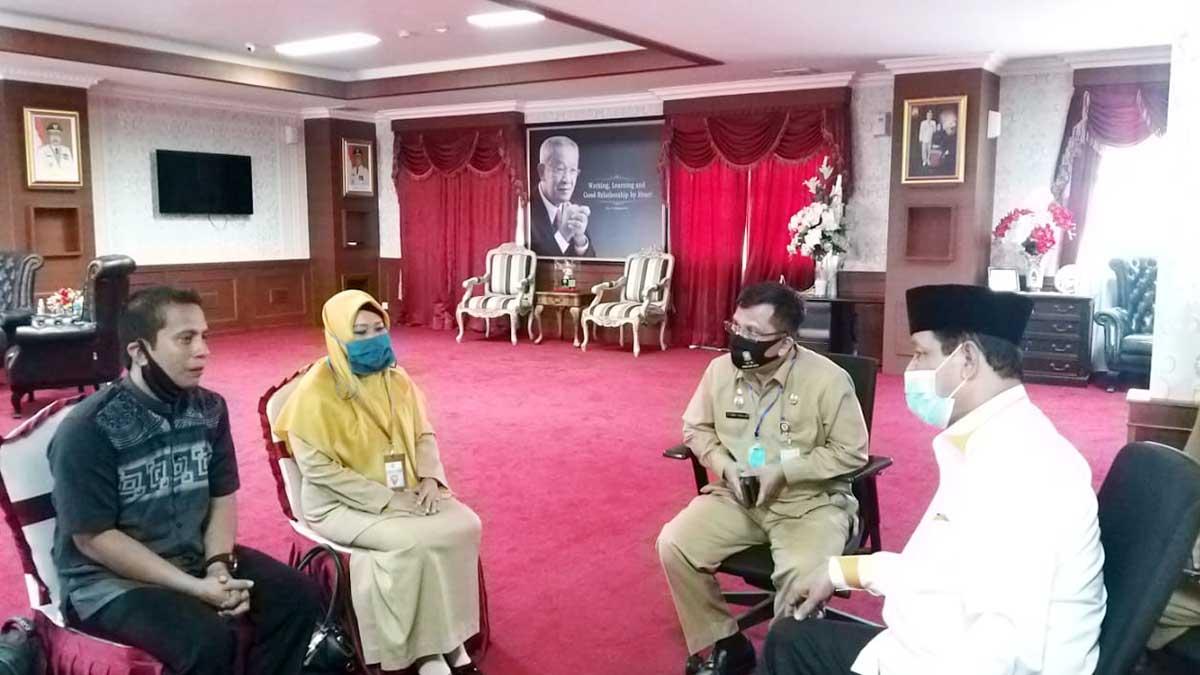 Kepala MTs Tambelan, Fatahur Ridha, didampingi Kasi Madrasah Kemenag Bintan, Hj Khadijah, melakukan pertemuan dengan Plt Gubernur Kepri, Isdianto
