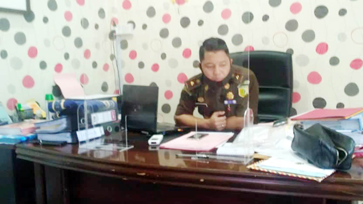 Mantan Sekretaris DPRD Karimun Ditahan 4
