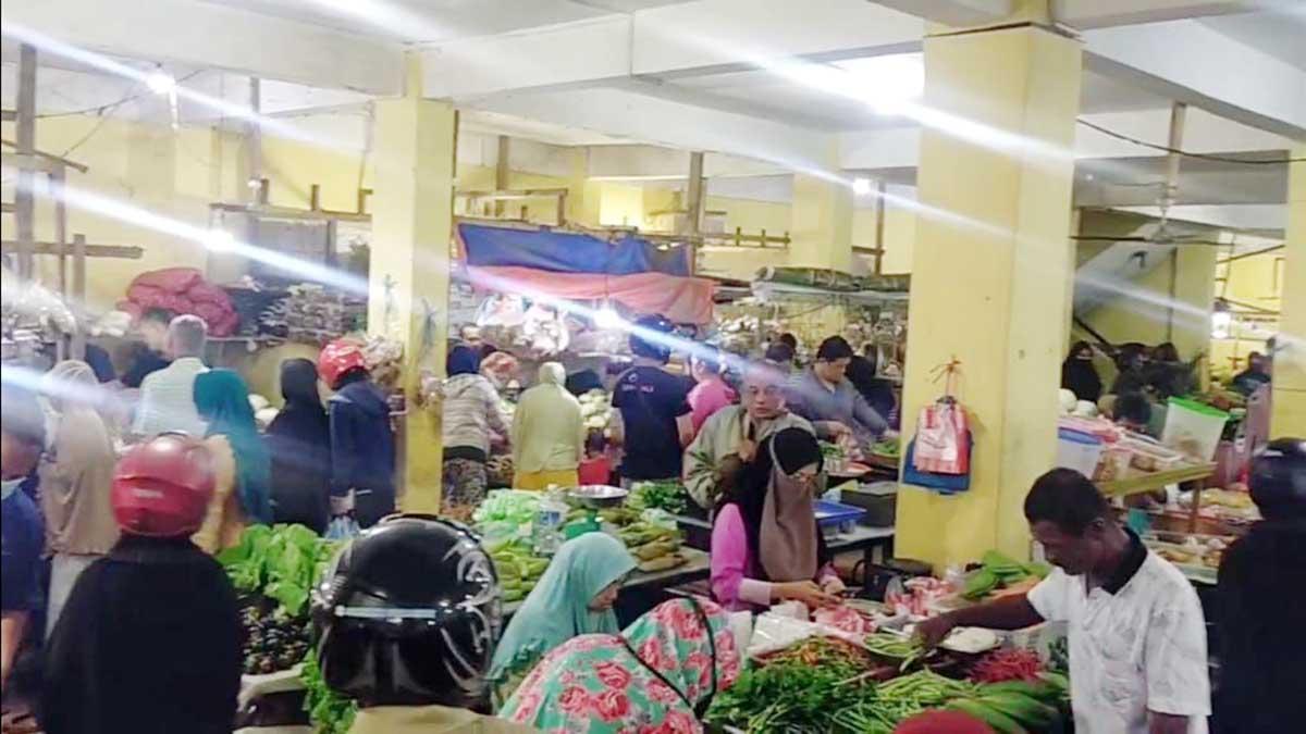 Jelang Idul Adha, Pasar Dabo Singkep Membludak 5