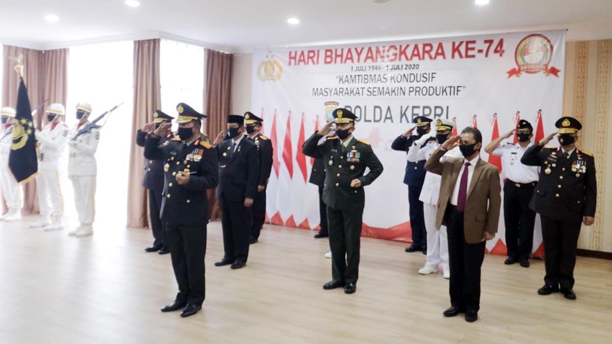 Peringatan HUT Bhayangkara ke 74, Presiden Jokowi Minta Perkuat Sinergi 1